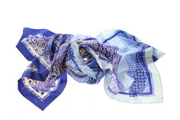 Seidenschal Gunda blau aus Italien Gesamtansicht