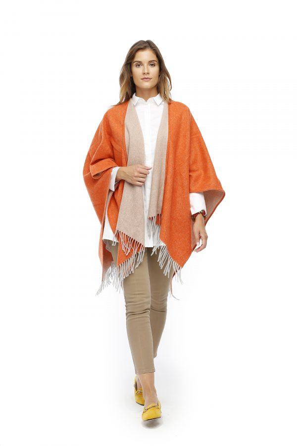 Wollcape Meran orange aus Italien Gesamtansicht