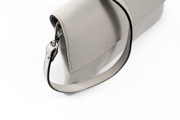 Lederhandtasche Clarissa hellgrau Detailansicht