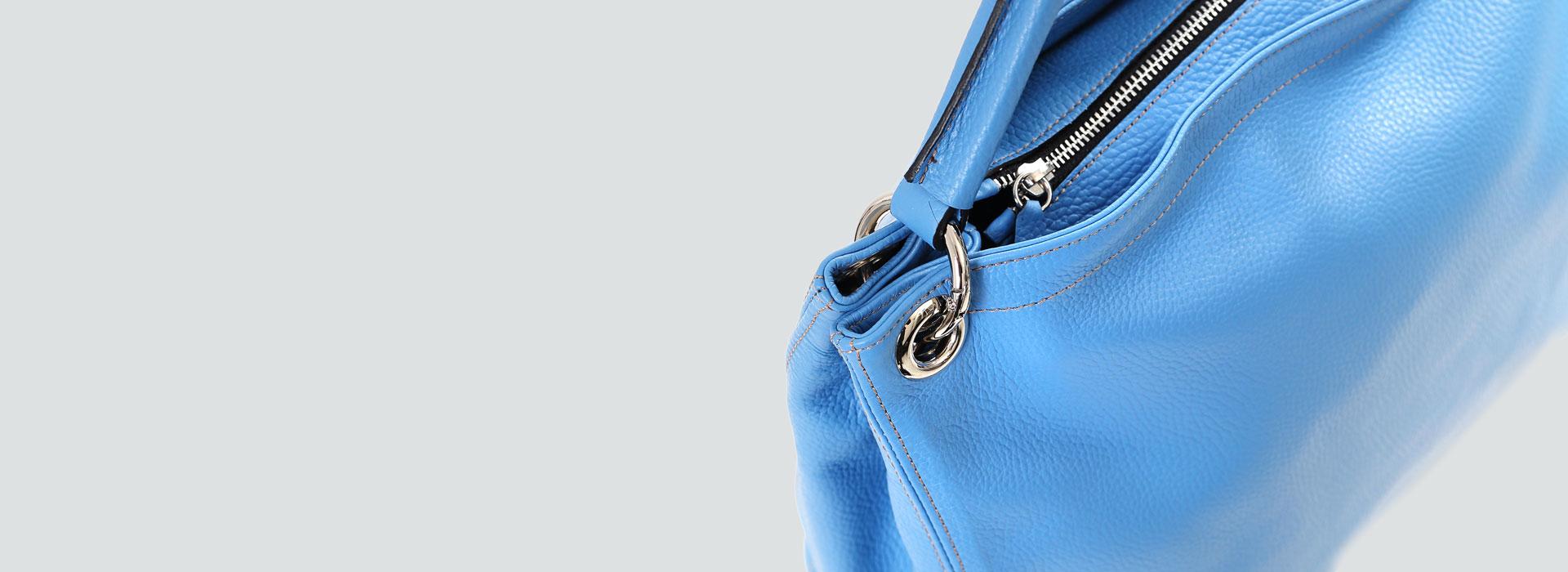 Lederhandtasche Aurelia gro´ß hellblau Detailansicht